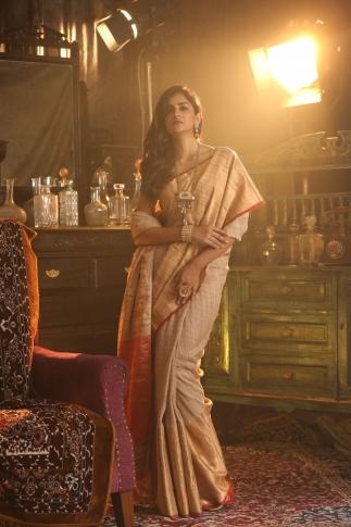 Beige Colour hand Woven Pure Gicha Silk Saree