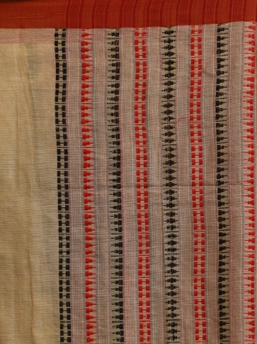 Beige hand woven Cotton saree with temple border 2