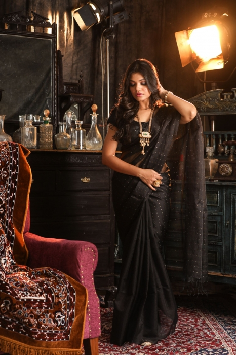 Black Muslin Silk Saree With Zari Work Fabricated on Muslin Silk