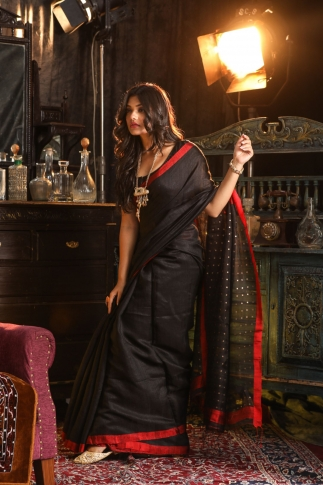 Black Bengal Hand Woven Saree With Sequin 1