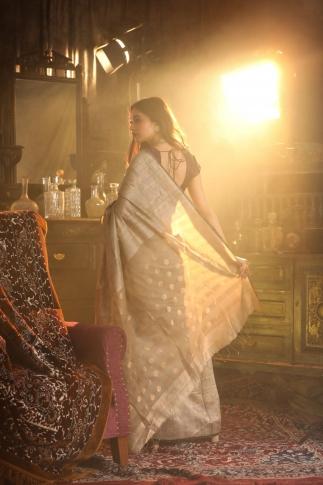 Grey Matka Silk Saree With Zari Work Fabricated on Pure Matka Silk 2