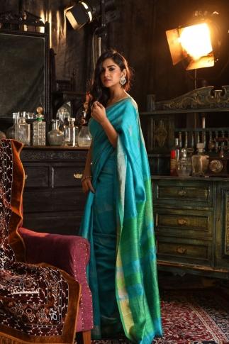 Blue Bengal Hand Woven Saree With Plain Green Border 1