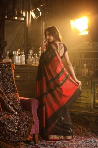 Black Bengal Hand Woven Saree With Plain Border 2