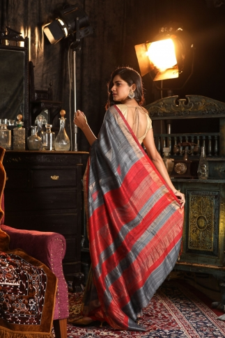 Grey Bengal Hand Woven Saree With Plain Red Border 2