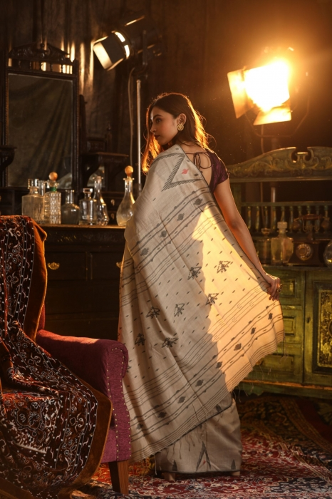 Off White Bengal Hand Woven Saree With Woven Design 2