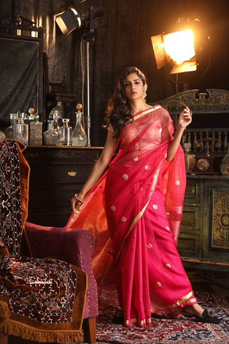 Magenta Blended Matka Silk Saree With Zari Work Fabricated on Matka Silk 0