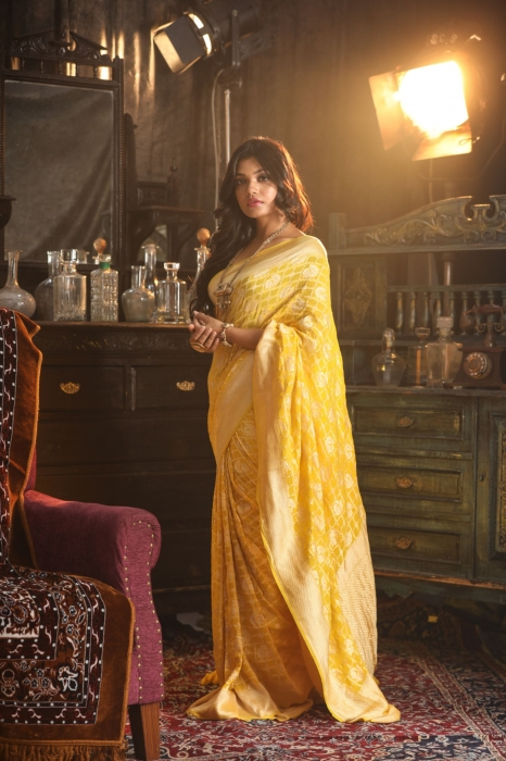 Yellow Pure Silk Chiffon Saree With Zari Work 1