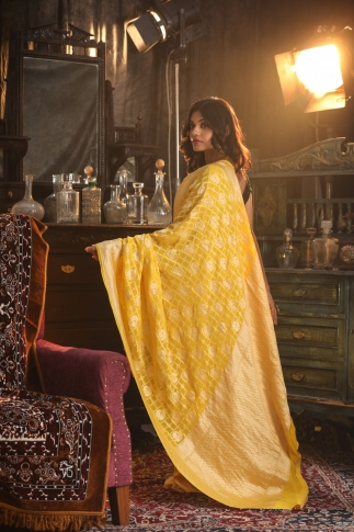 Yellow Pure Silk Chiffon Saree With Zari Work 2