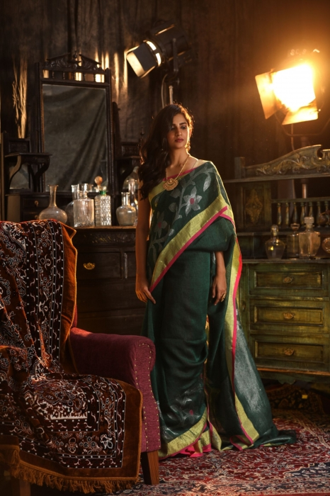 Green designer Hand Woven Linen saree With Blouse fabric 1