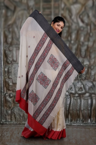 Off-White White Red and Black Border Hand Woven Pure Cotton Saree Fabricated on Pure Cotton 2