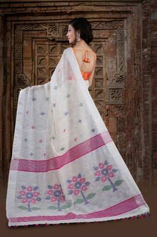 White Bengal Hand Woven Saree With Floral Pallu 2