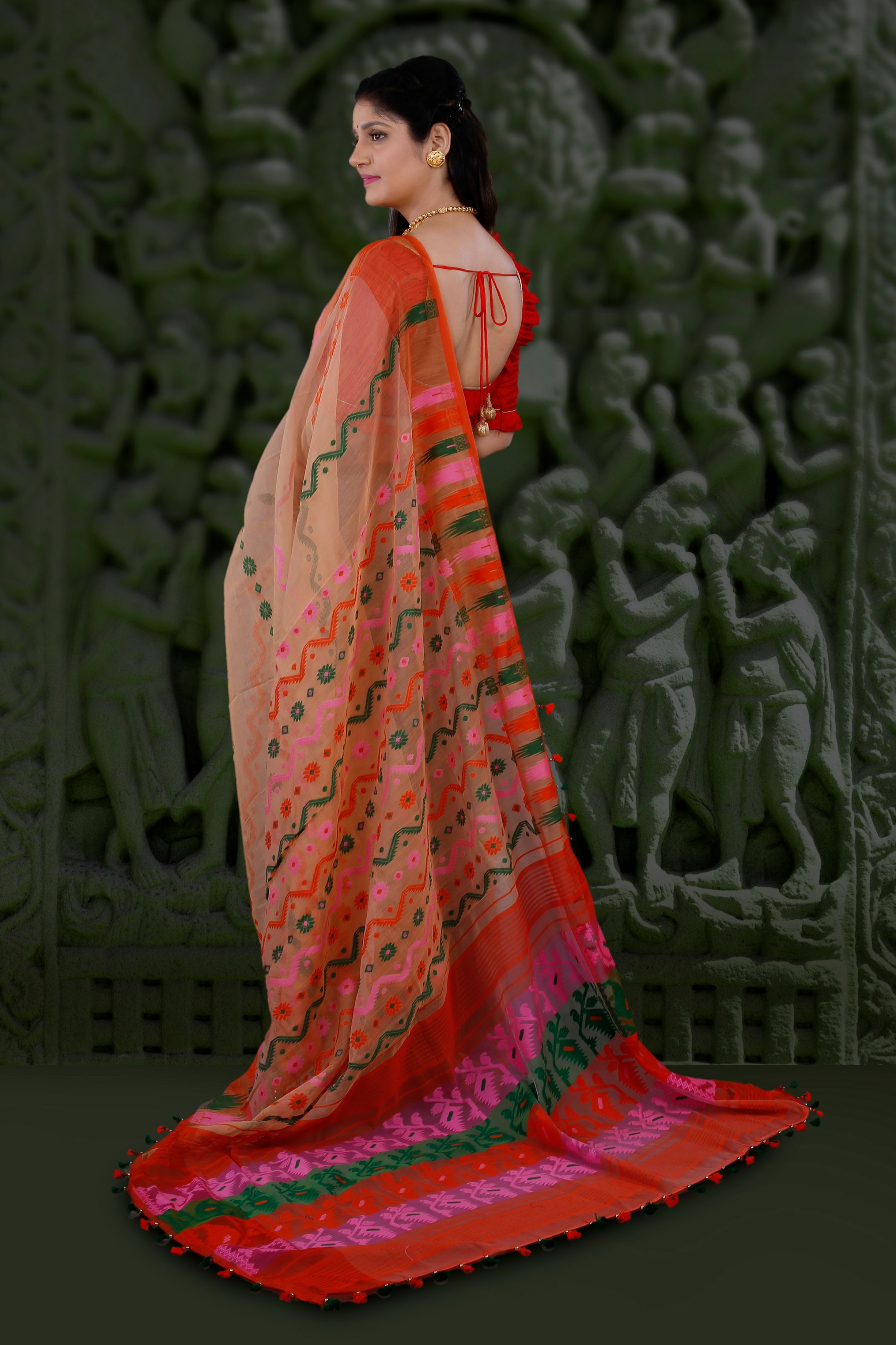 Peach Hand Woven Blended Cotton Jamdani Saree With Multi Colour Motive 2