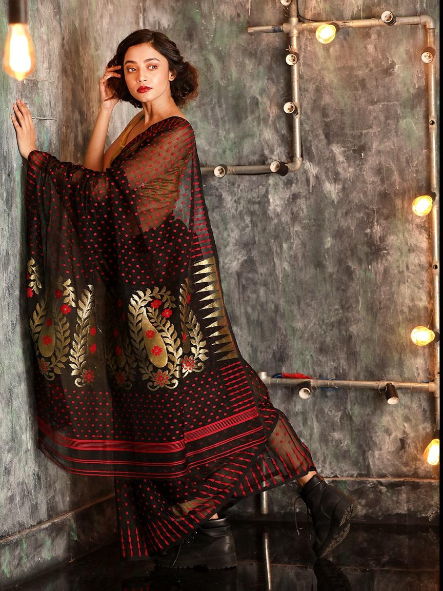 Black Hand woven Zamdani Saree With Red Butta 1