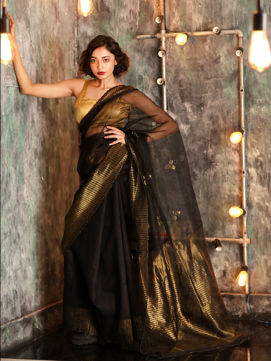 Black Hand woven Matka Silk Saree With Zari Pallu