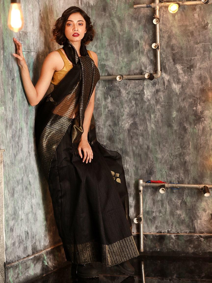 Black Hand woven Matka Silk Saree With Zari Pallu 0