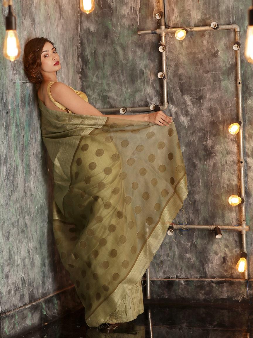 Pickle Green Hand woven Matka Silk Saree With Zari Butta 1