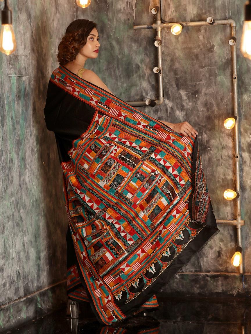 Black Bangalore Silk Hand woven Saree With Kantha Stitch Work 1